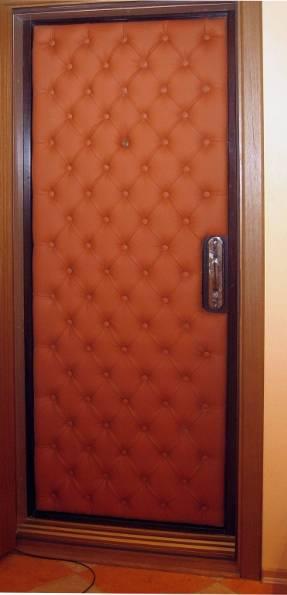 простые стальные двери обшитые дермантином