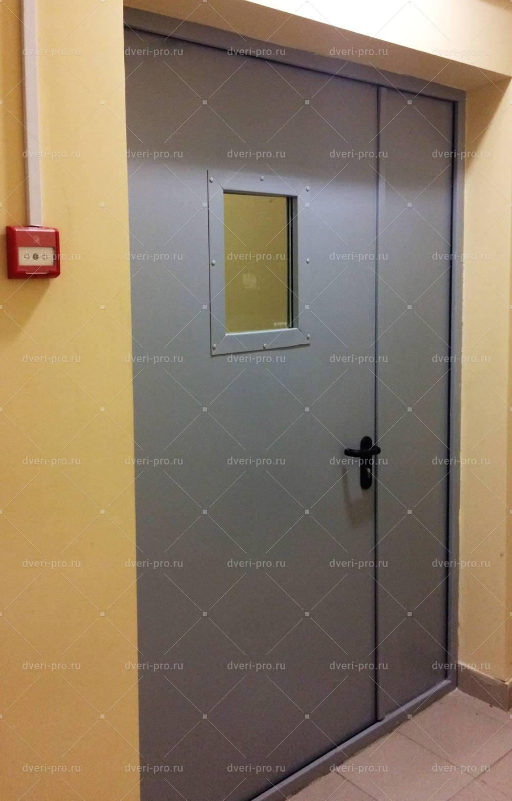 монтаж противопожарной двери со стеклом для лифтового холла